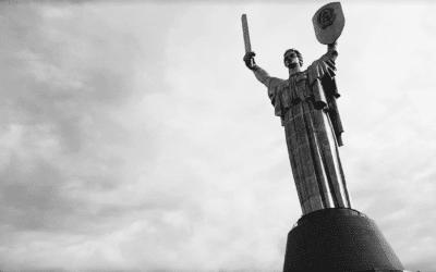 La statue de la Mère-Patrie : un monument spectaculaire à Kiev
